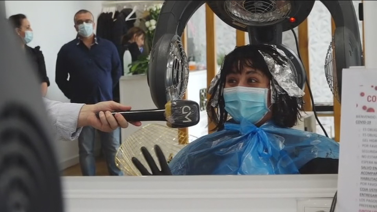 La 'transformación' de una peluquería de Valdemoro contra el coronavirus