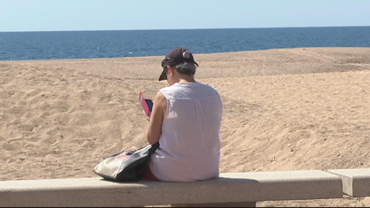 Playas que separan a ancianos, familias y adultos por el coronavirus