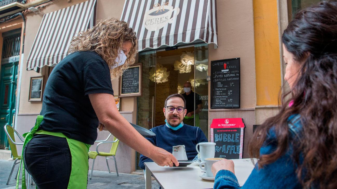 España y Madrid reducen el número de fallecidos y contagios