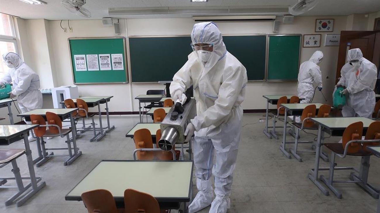 Desinfección de colegios en Corea del Sur
