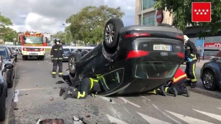 Un conductor de 80 años arrolla a una mujer  y acaba volcando en Pozuelo