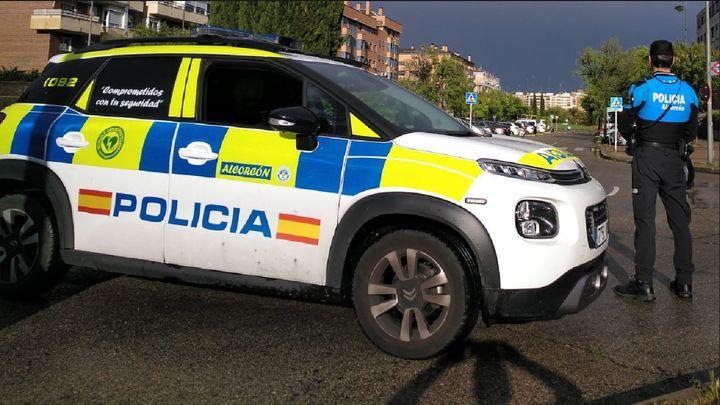 La Policía de Alcorcón denuncia a 11 personas por consumo de alcohol y drogas en la calle