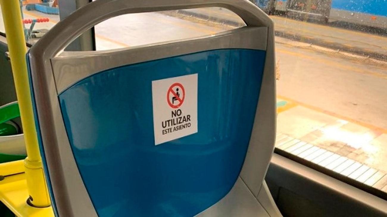 La EMT señaliza los asientos que no se pueden usar para mantener la distancia de seguridad