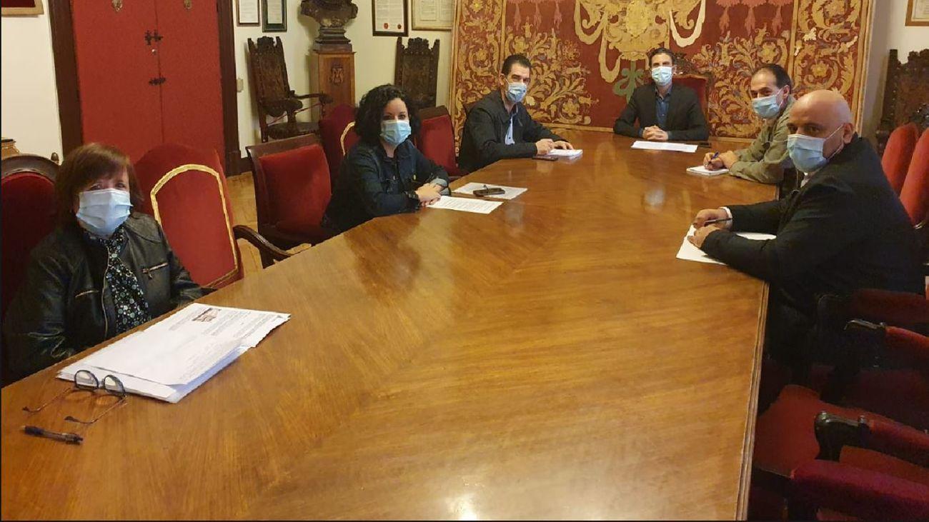 Reunión en el Ayuntamiento de Alcalá de Henares