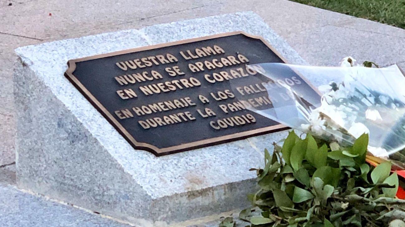 Mensaje en el pebetero de homenaje a las víctimas de la Covid-19 en Madrid