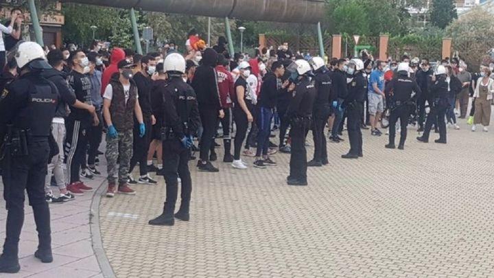 Tensión en Alcorcón al coincidir una cacelorada contra el Gobierno central y una contraprotesta