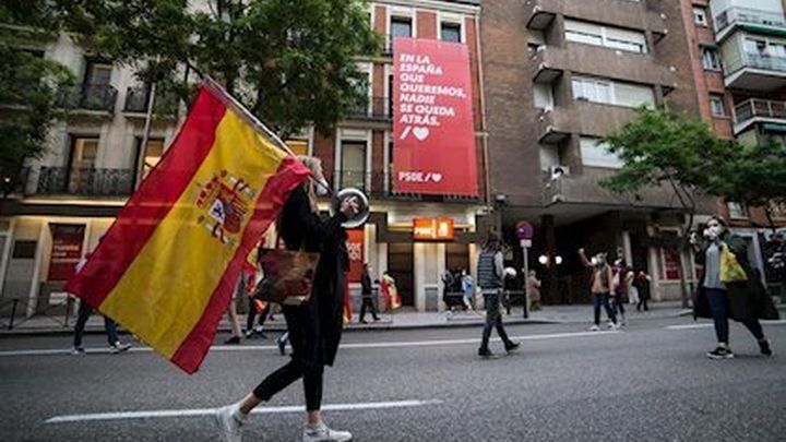 Caceroladas y protestas contra el Gobierno por noveno día en Madrid