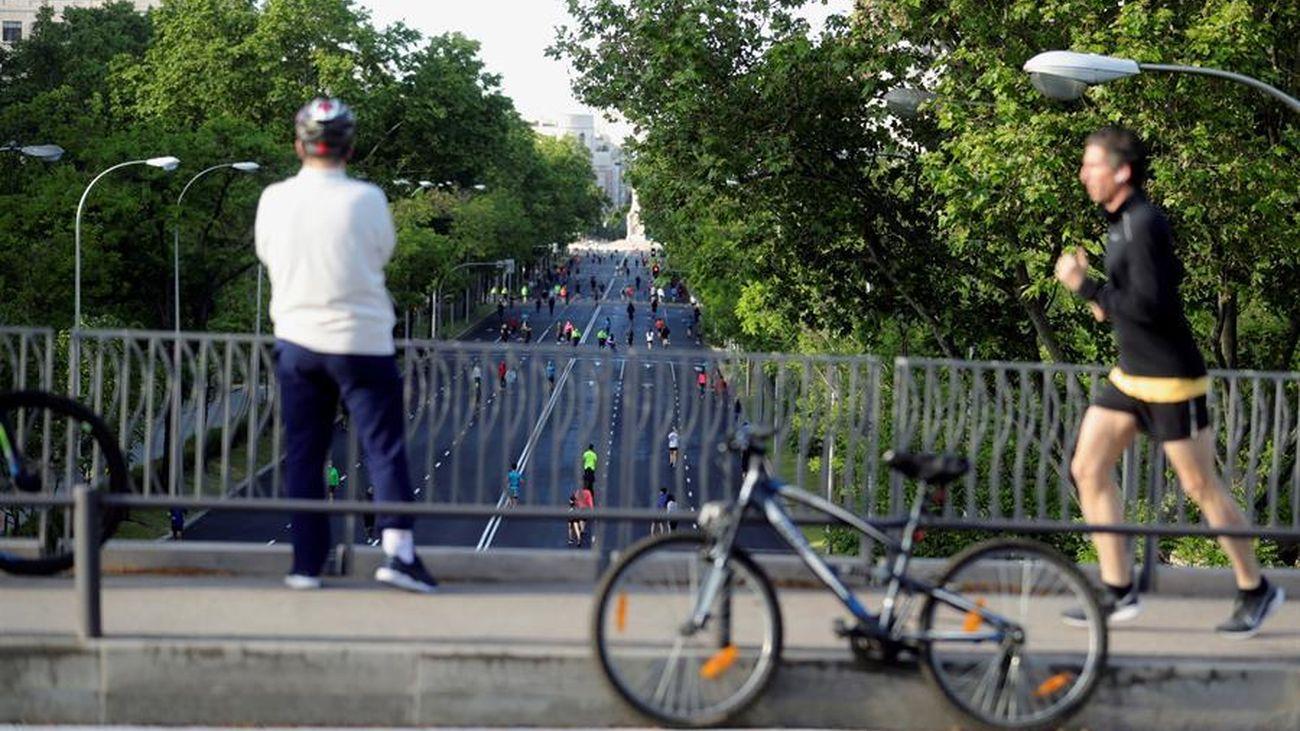 Corredores y ciclistas en Madrid