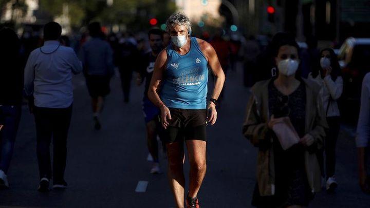 ¿Debe obligarse a corredores y ciclistas a usar mascarilla?