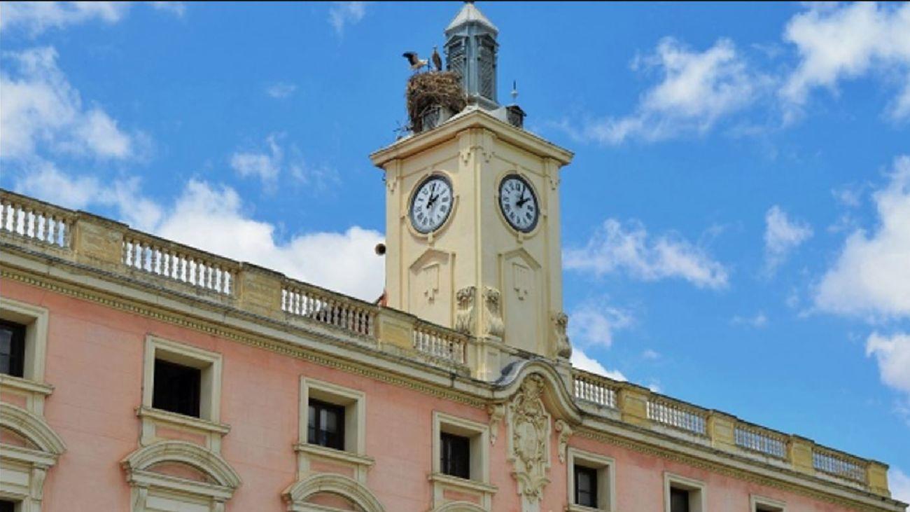 Alcalá De Henares Herido Un Agente Forestal Tras Caer Del Tejado Del Ayuntamiento