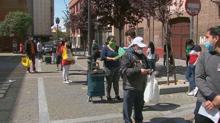 Madrid busca la fórmula para que el superávit del Ayuntamiento se destine a paliar las 'colas del hambre'