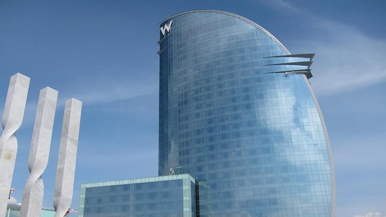 Dos meses solo, confinado y abriendo los grifos del hotel de Barcelona donde trabaja