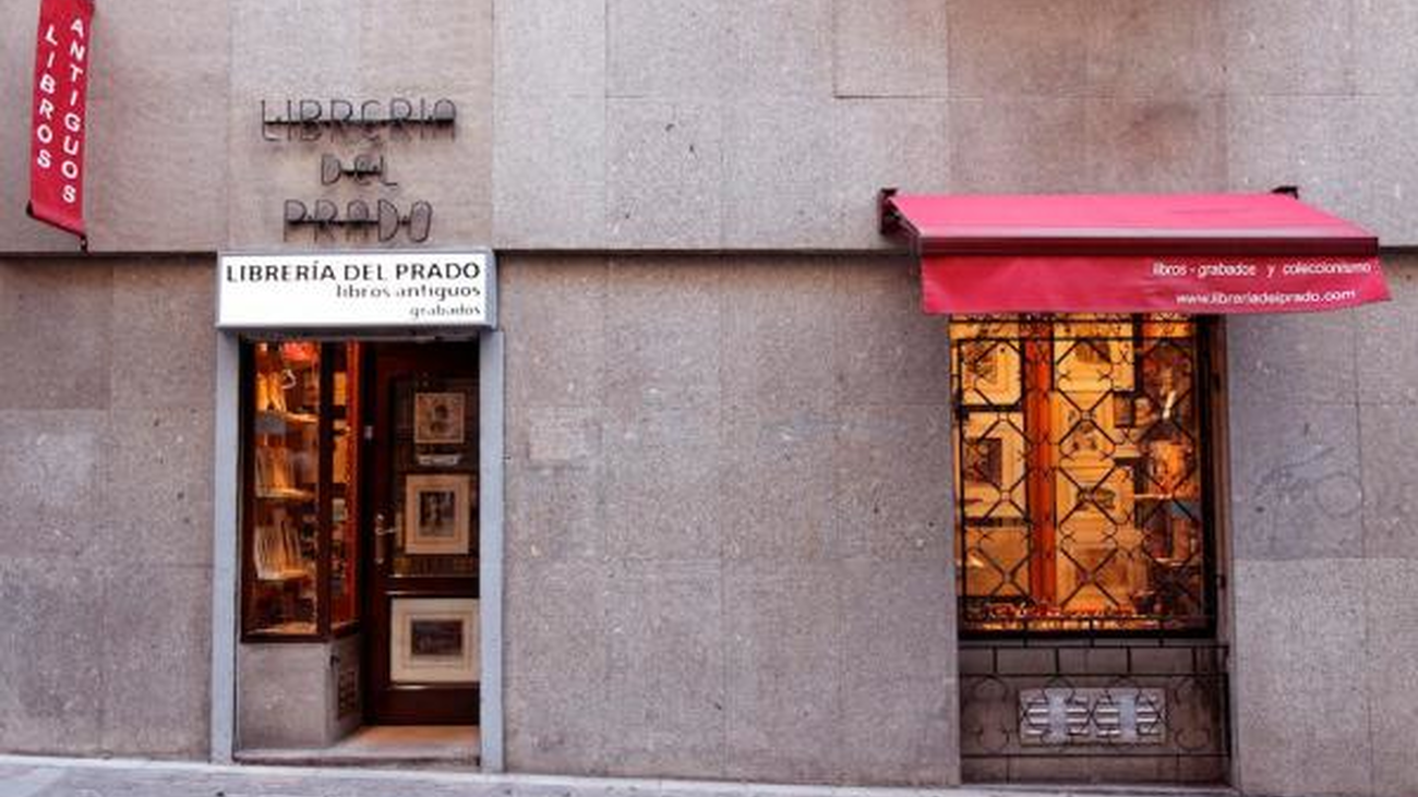 """Abren las librerías del Barrio de las Letras, """"pero la gente ya no viene a tocar libros y verlos"""""""