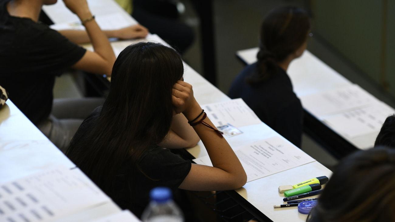 Un grupo de alumnos durante un examen