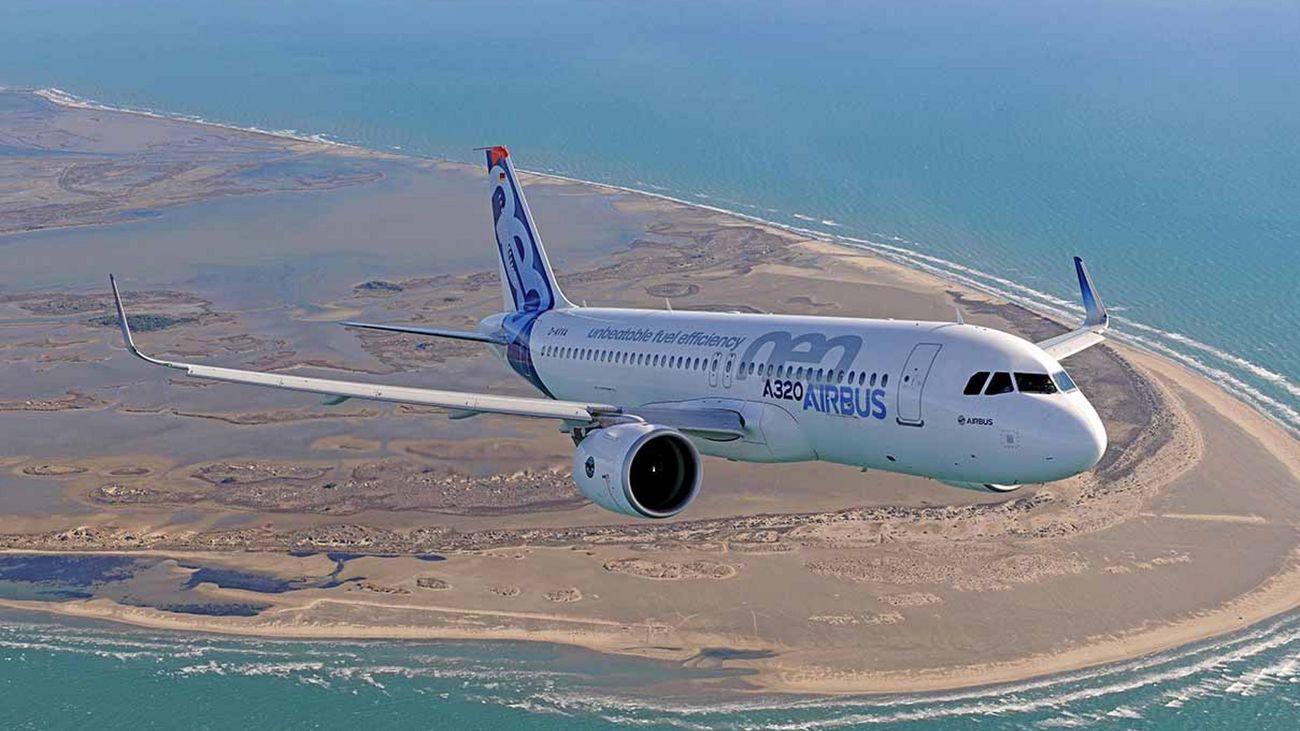 Se estrella un avión en Pakistán en una zona residencial con 107 personas a bordo