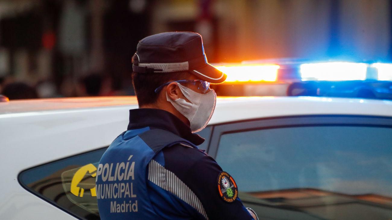 Un agente de la Policía Municipal de Madrid de vigilancia