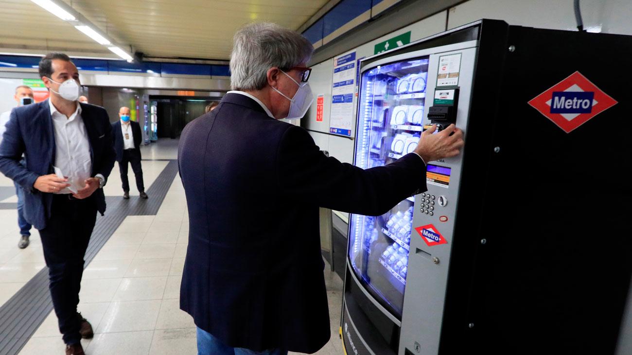 Madrid instalará máquinas de venta de mascarillas e hidrogel en las estaciones de Metro