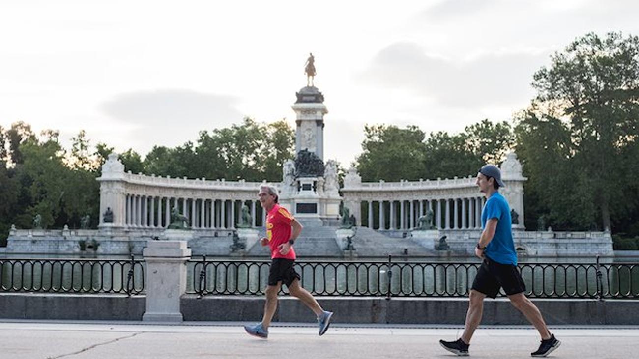 Los madrileños vuelven a los grandes parques de Madrid aunque sin zonas infantiles ni recreativas