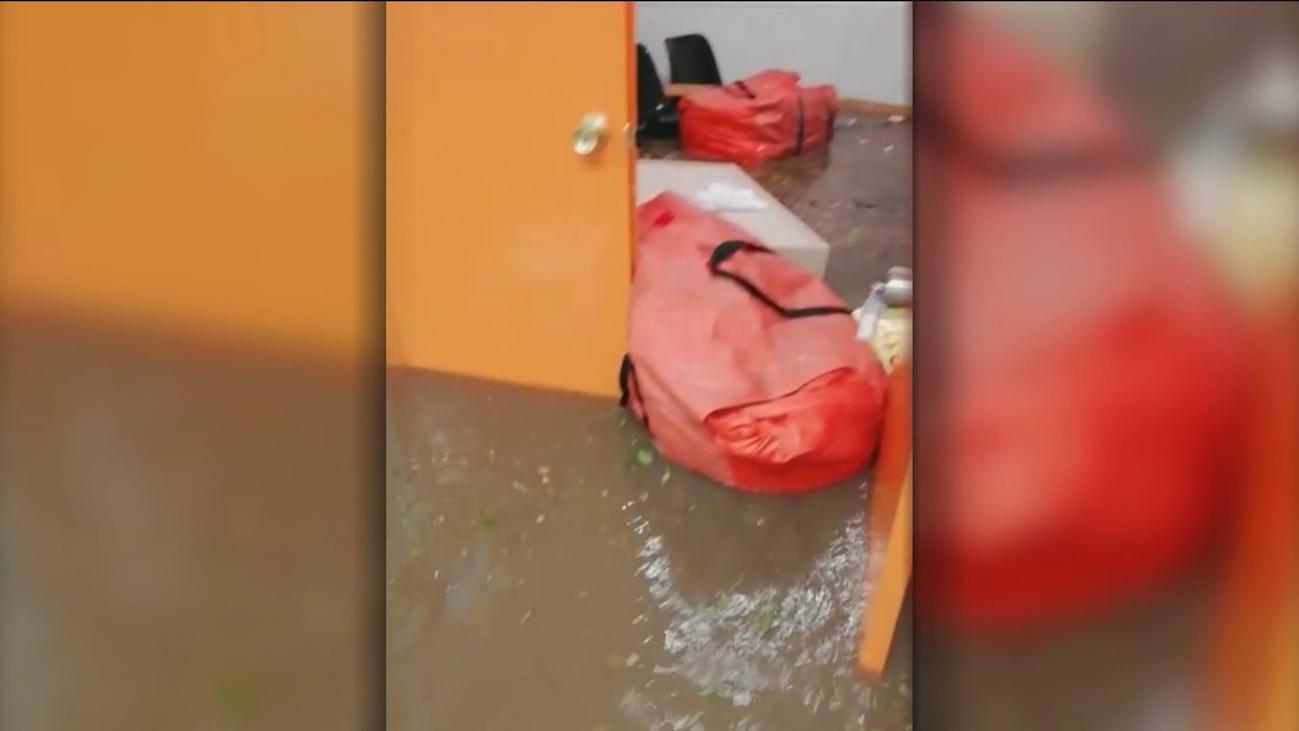 Las fuertes lluvias inundan calles y comercios de Coslada