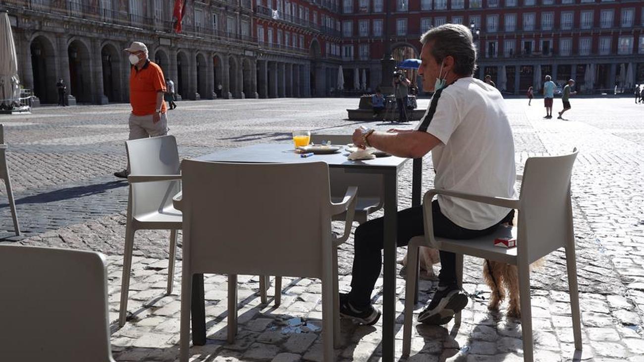 Sólo abren un 10% de los hosteleros de Madrid a la espera de disponer de más espacio