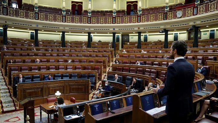 Tenso cara a cara en el Congreso entre Sánchez y Casado a raíz del cese de Pérez de los Cobos
