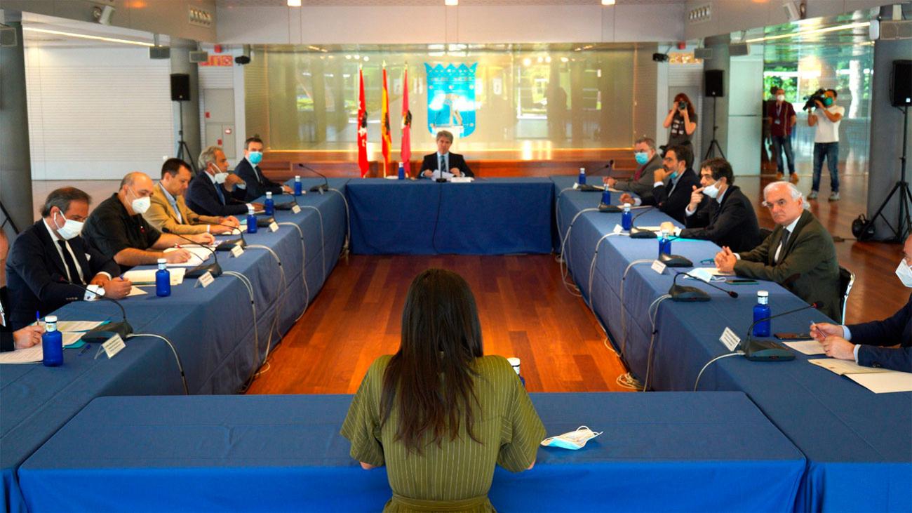 Madrid impulsa un acuerdo para reducir las horas punta en el transporte público