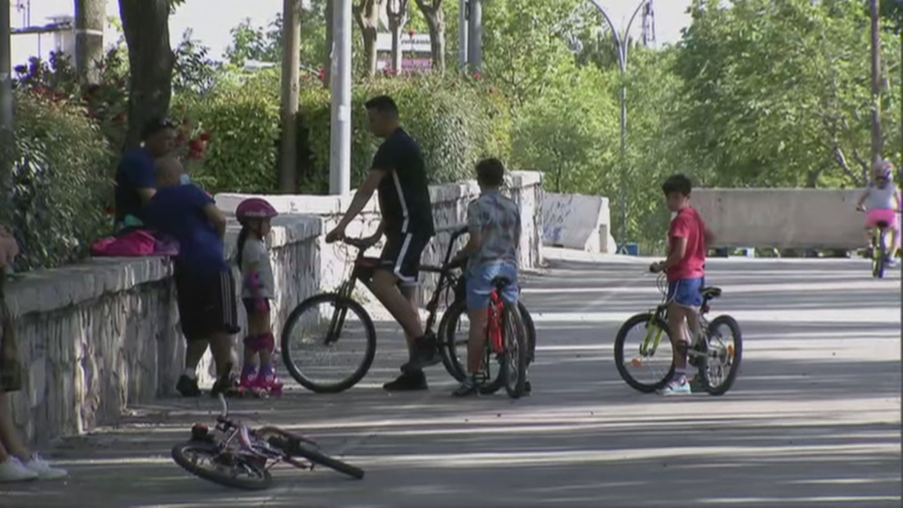 Nuevos horarios para los paseos de los niños para evitar el calor