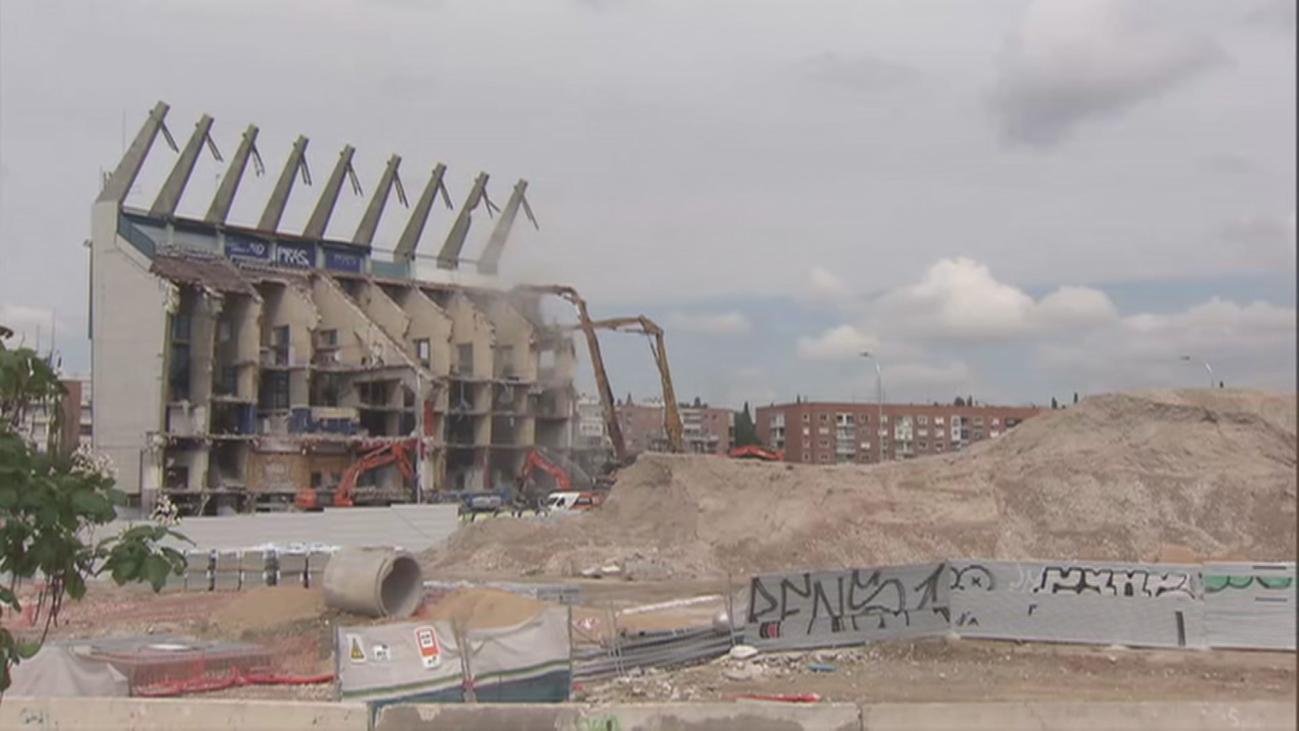 Ecologistas pide frenar la demolición del Calderón por los residuos que caen al río