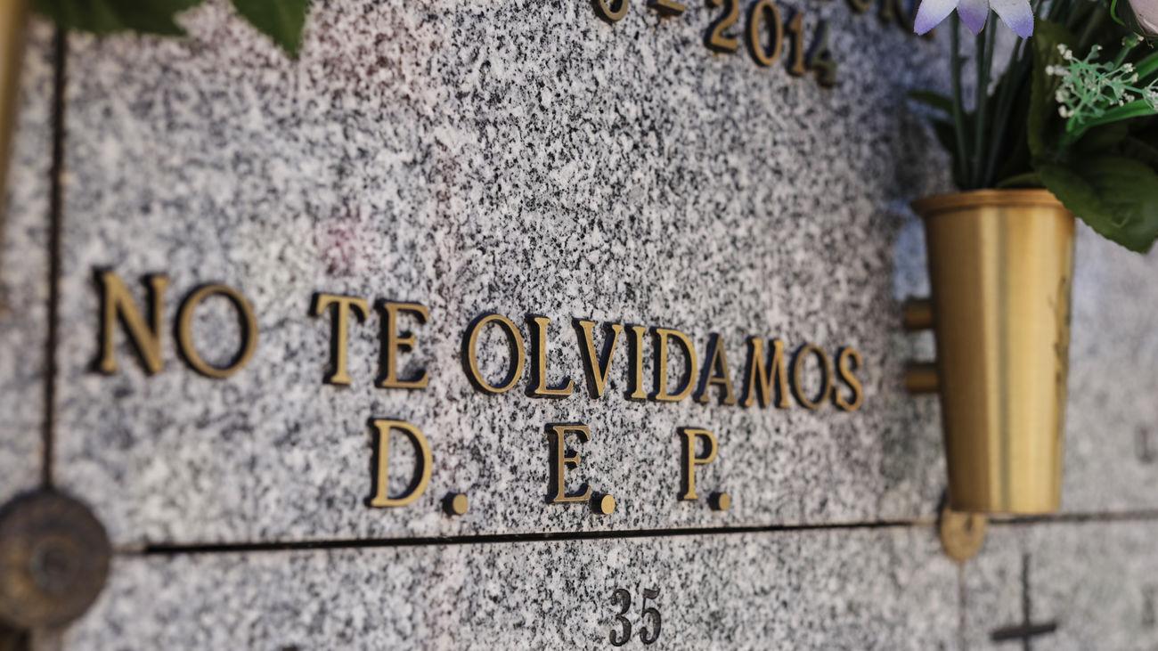 Lápida de una tumba del cementerio Sur de Carabanchel