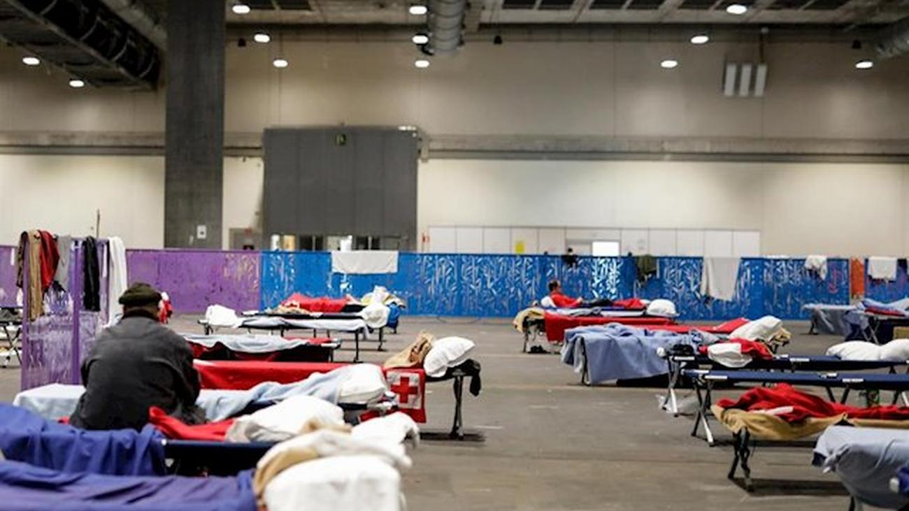 Las personas sin hogar acogidas en IFEMA se trasladan al polideportivo Marqués de Samaranch