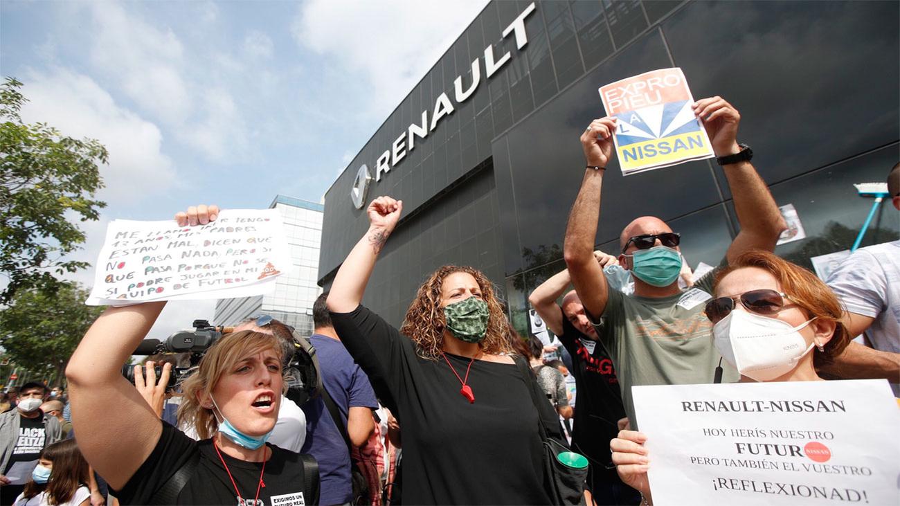 Trabajadores de Nissan  se manifiestan contra Renault y cortan la B-23