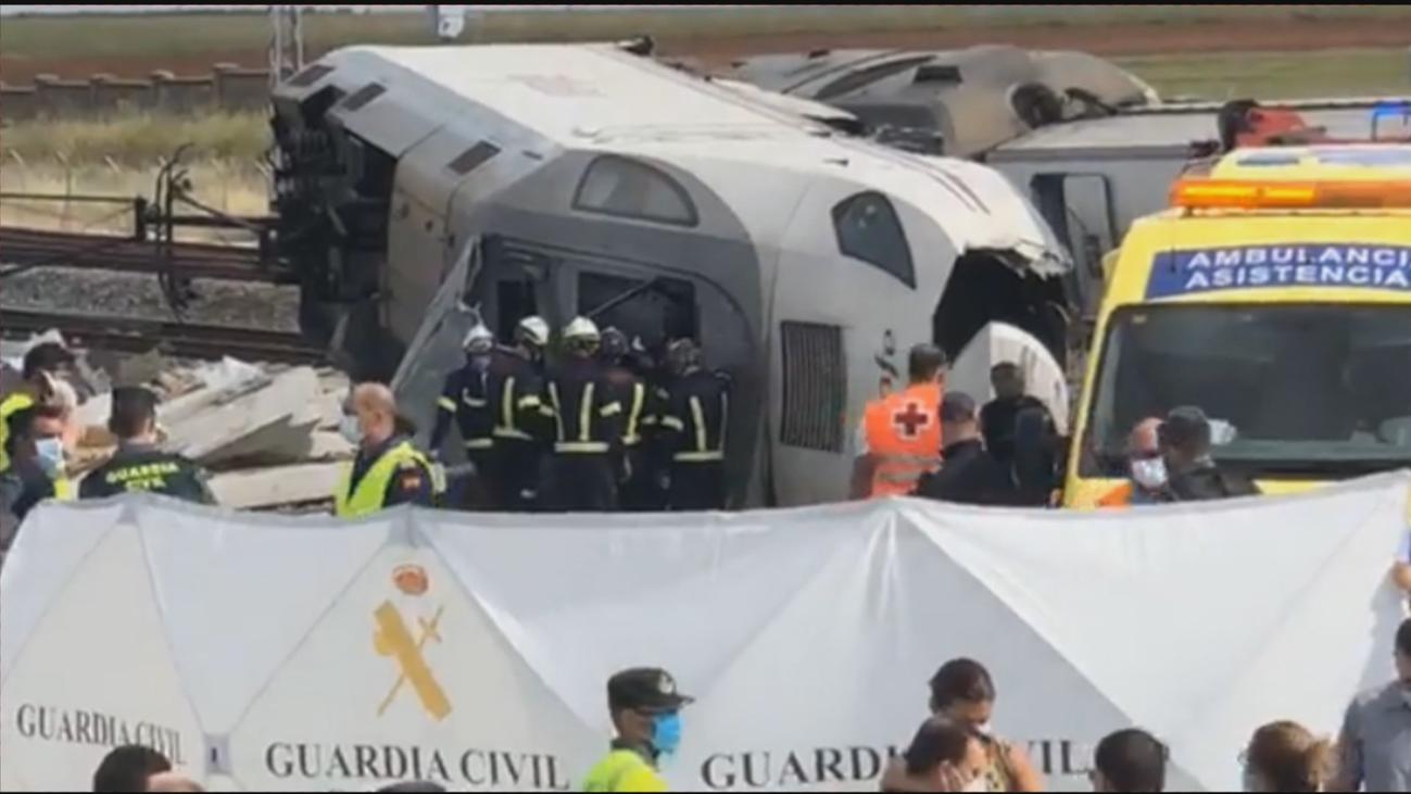 Dos muertos y seis heridos en el descarrilamiento del tren Alvia