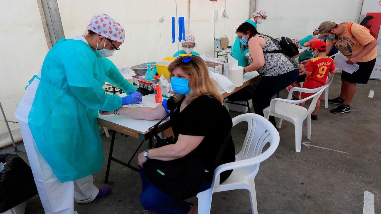 Vecinos de Torrejón de Ardoz se hacen análisis en el último día de las pruebas voluntarias y gratuitas de Covid-19