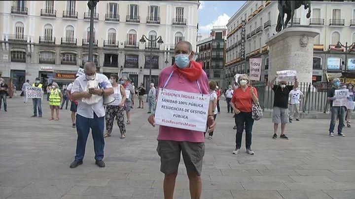 Los pensionistas vuelven a concentrarse en Sol tras el confinamiento pidiendo pensiones y residencias dignas