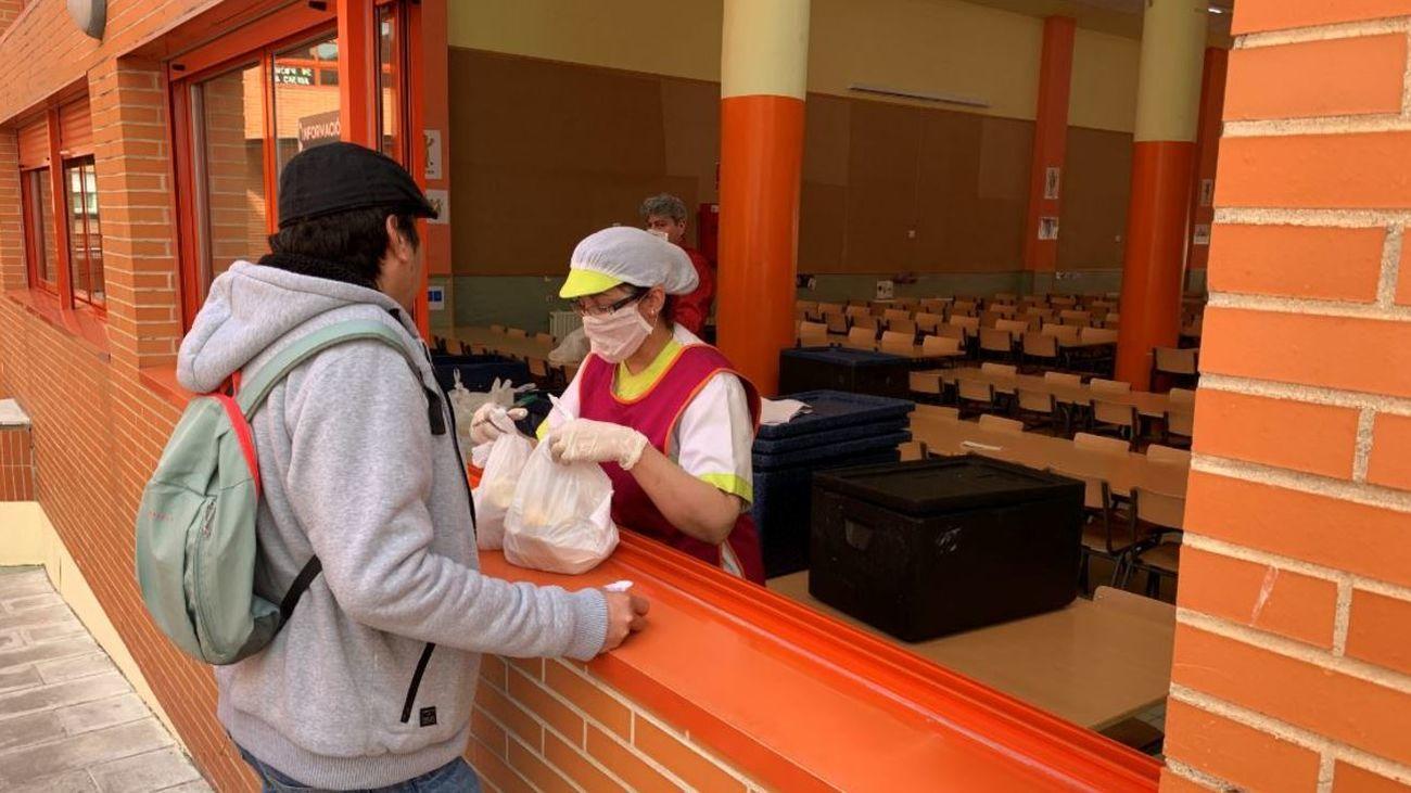 Cientos de menús saludables de alumnos becados se quedan sin recoger en los colegios de Madrid