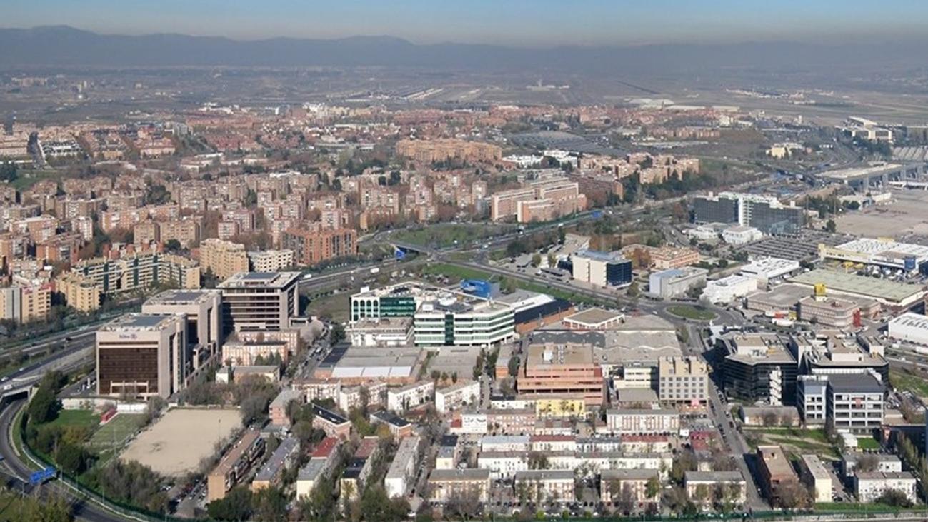 Los vecinos de Barajas temen no cobrar las subvenciones municipales para rehabilitar el barrio