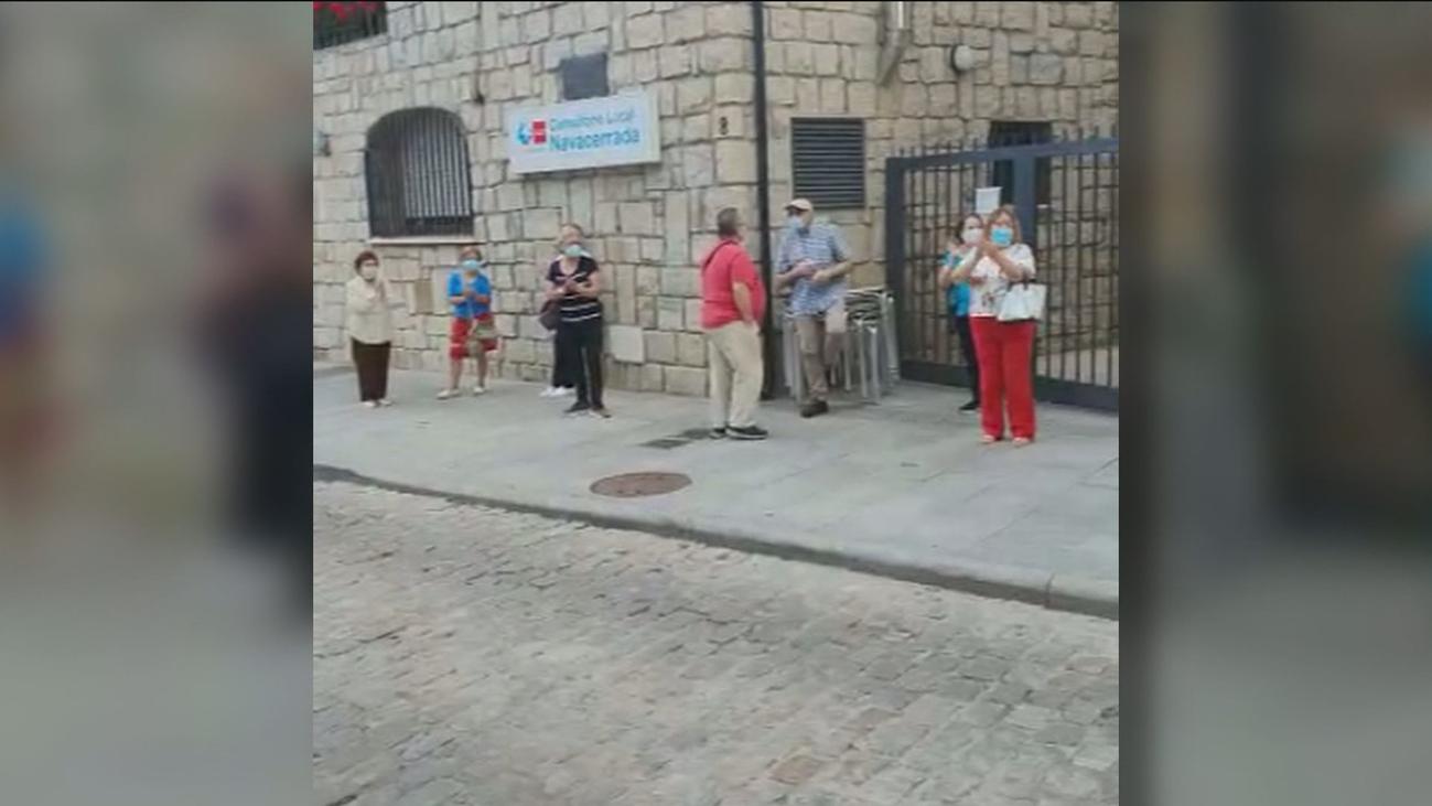 Los vecinos de Navacerrada, en pie de guerra, exigen que reabra el centro de salud