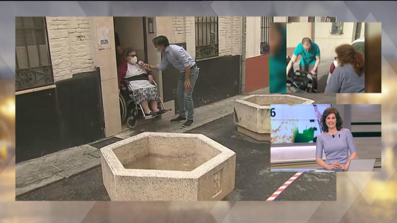 Dos maceteros para que Mari Paz pueda salir a la calle en Vallecas