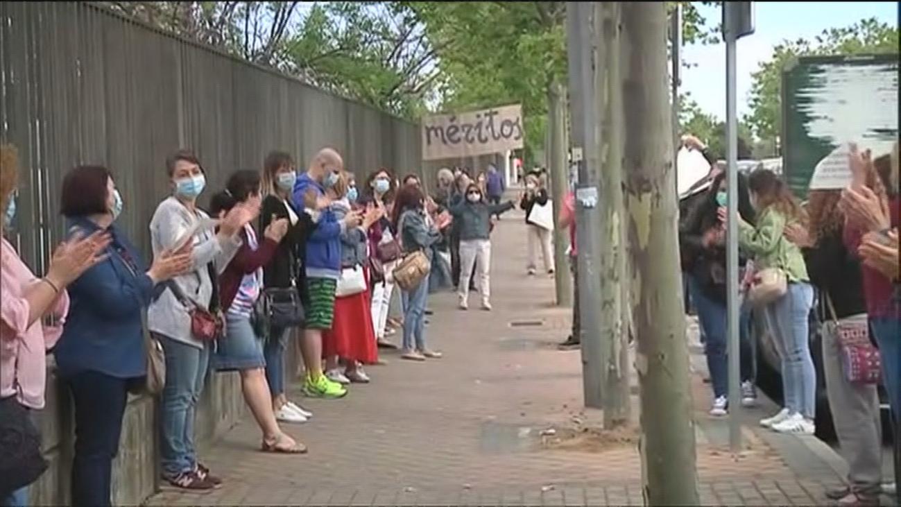 Trabajadores del hospital de Alcorcón protestan por el criterio para cubrir plazas de interinos