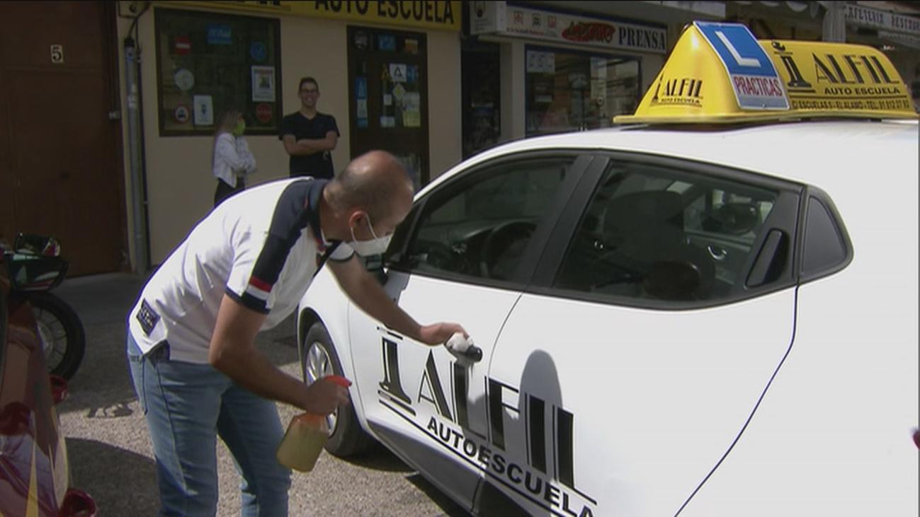 Las autoescuelas abren y habrá exámenes en agosto en Madrid