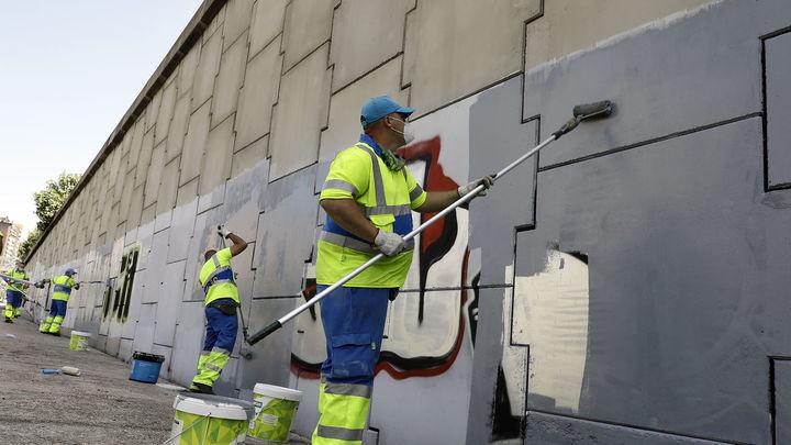 Madrid refuerza con 800 operarios la limpieza de la ciudad y de zonas verdes