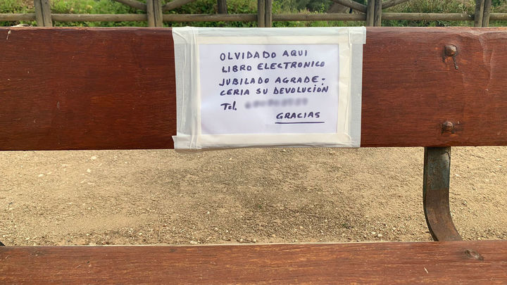 Un jubilado de Moratalaz pierde un libro electrónico y un centenar de personas anónimas le regalan otro