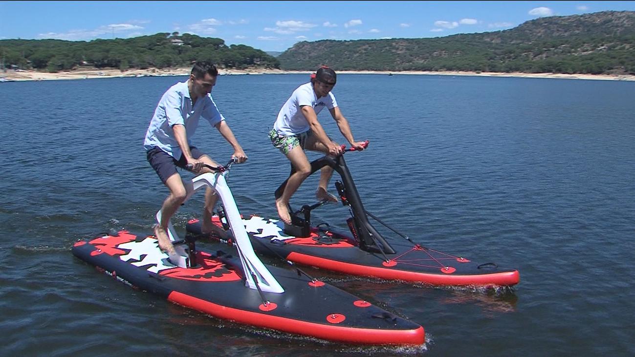 Llegan las bicis acuáticas al Pantano de San Juan