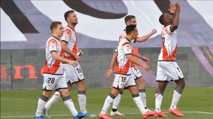 1-0. El Rayo gana al Albacete con un golazo de Advíncula