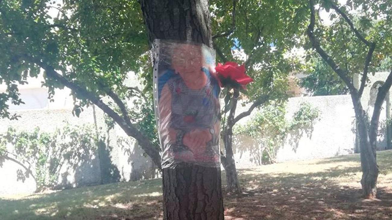 Familias de ancianos fallecidos en Leganés y Alcorcón colocan fotos en  parques