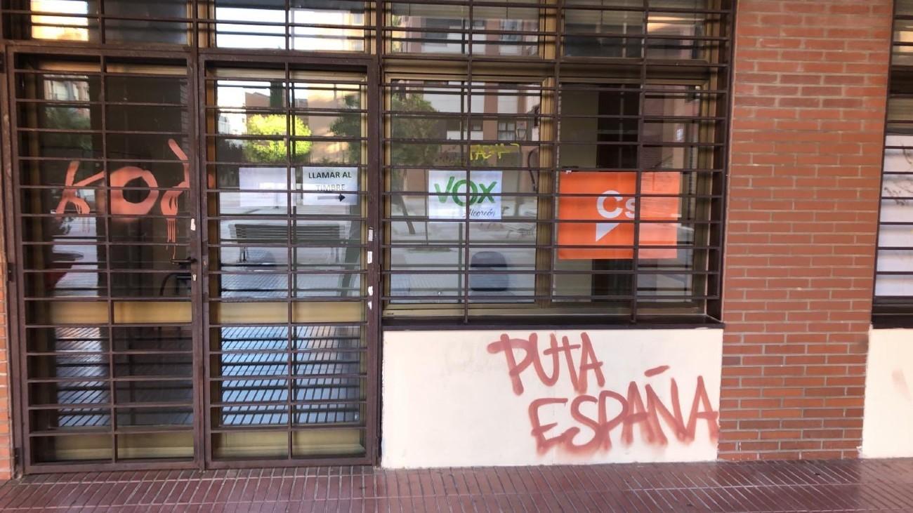 Pintadas en las sedes Cs y Vox Alcorcón