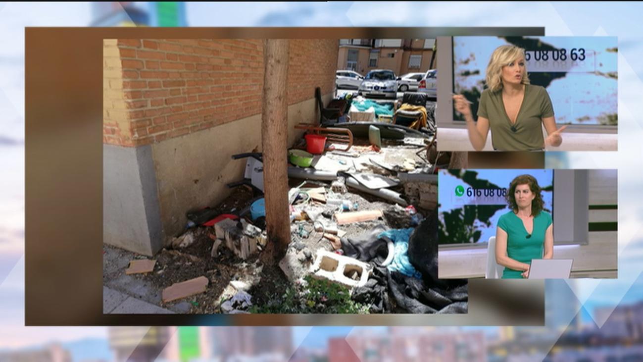 Un calle de San Cristobal de los Ángeles se convierte en un vertedero  sin que nadie haga nada