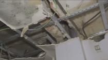 Lo que se esconde tras la caída del techo de un edificio putrefacto en Usera