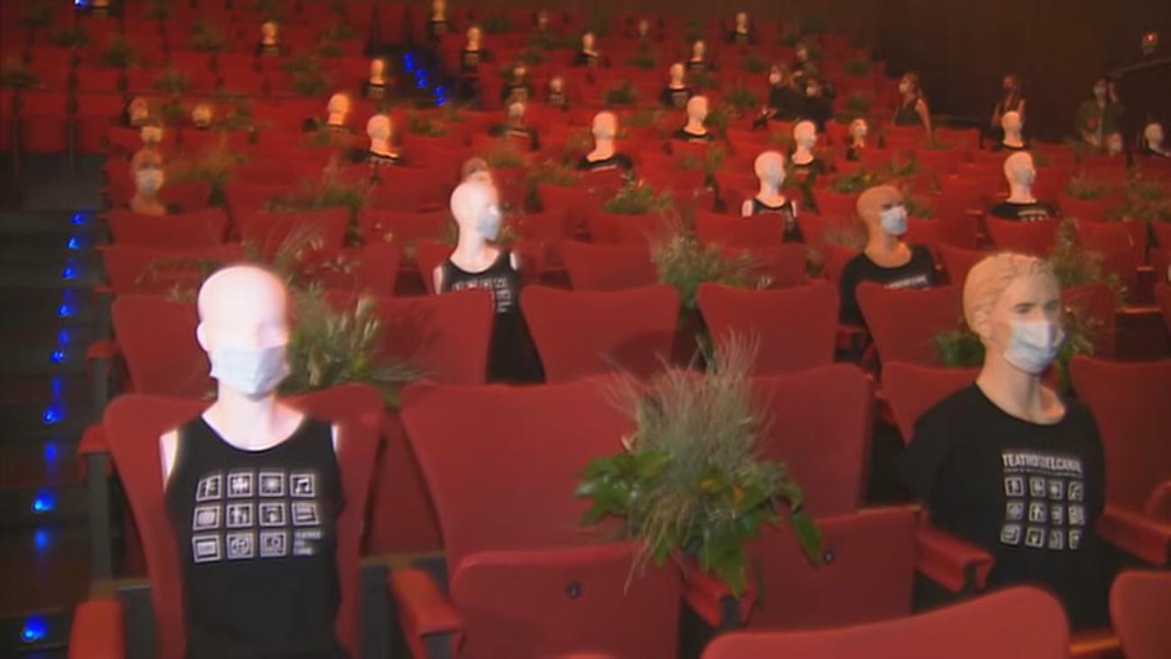Maniquíes para separar a los espectadores en la vuelta de los Teatros del Canal