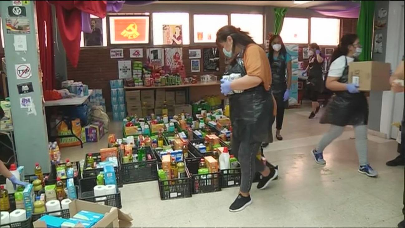 Las asociaciones de vecinos de Madrid duplican sus entregas de comida en un mes